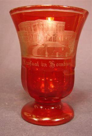 b687 / Andenken-, Henkelbecherglas HOMBURG, Böhmen, um 1860.