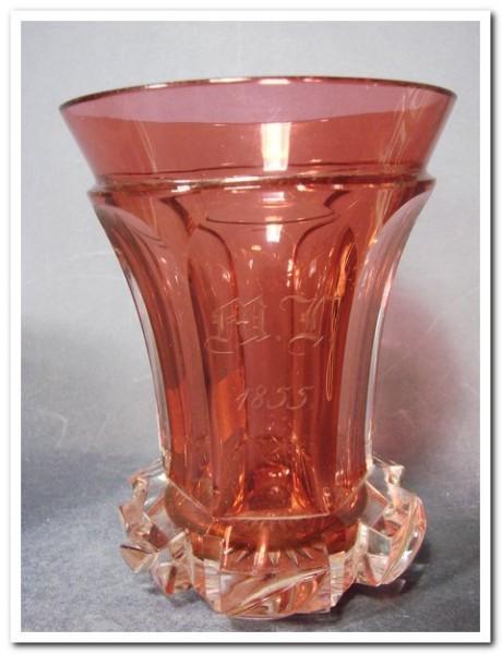 Biedermeier - Becherglas mit Rubinglas. Überfang, datiert 1855.