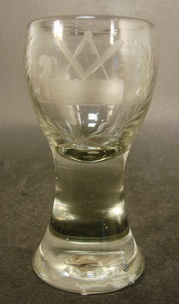 Freimaurer - frühes Logenglas mit Abriß und Gravur, datiert 1854.