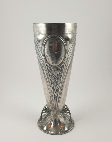 Studentika - Jugendstil Pokal mit Zirkel und Widmung, 1912. WMF, versilbert.