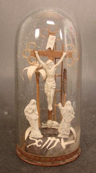 """Eingericht / Klosterarbeit sakral """"Christus am Kreuz"""", um 1920."""