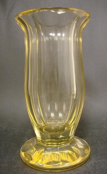 Art Deco - Vase mit Schälschliff, wohl Moser Karlsbad.
