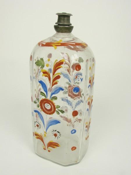 Flasche mit floralen Elementen und Blütenstauden. Deutschland, 18.Jh.