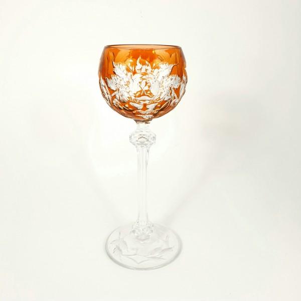 Römer / Weinglas Baccarat R79 mit Überfang und floralem Dekor, um 1900.