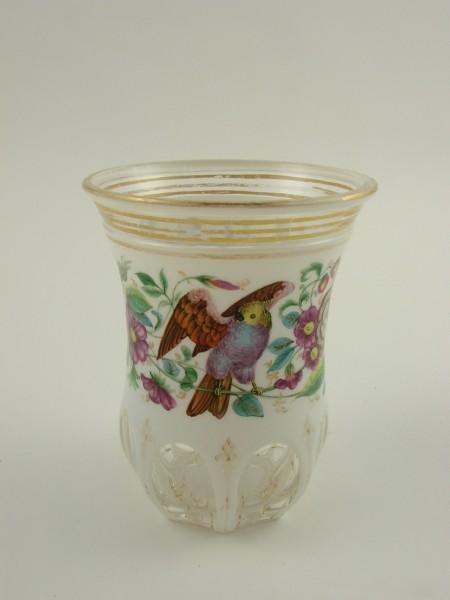 Biedermeier - Fussbecher mit Blumen und exotischen Vögeln. W. Hoffmann Prag oder Karlsbad zugeschrie