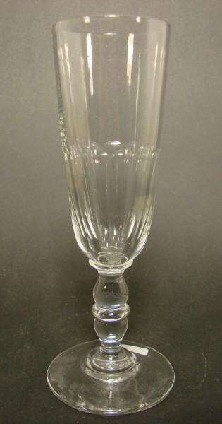 Sektglas mit Schliff. Frankreich, um 1900.
