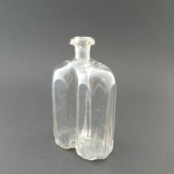 Apothekenflasche / Grifflasche mit Längsriefen, 19.Jh.