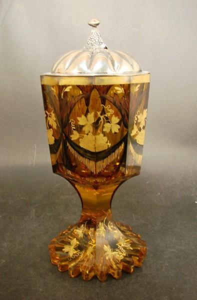 Biedermeier - grosses Pokalglas mit Silberdeckel. Böhmen, um1850.