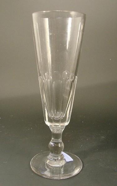 Sektglas mit Schliff. Frankreich, 19.Jh.