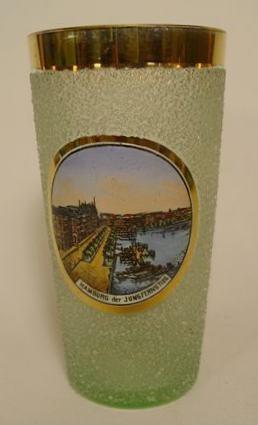 """Andenken-, Becherglas """"HAMBURG der Jungfernstieg"""", um 1910."""