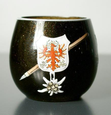 Andenken-, Tummler / Schnapsglas mit Henkel INNSBRUCK. Böhmen, um 1900.