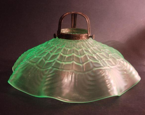 la008 / Lampenschirm aus Uranglas