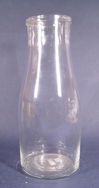 f071 / Alte Milchflasche, farbloses Glas.