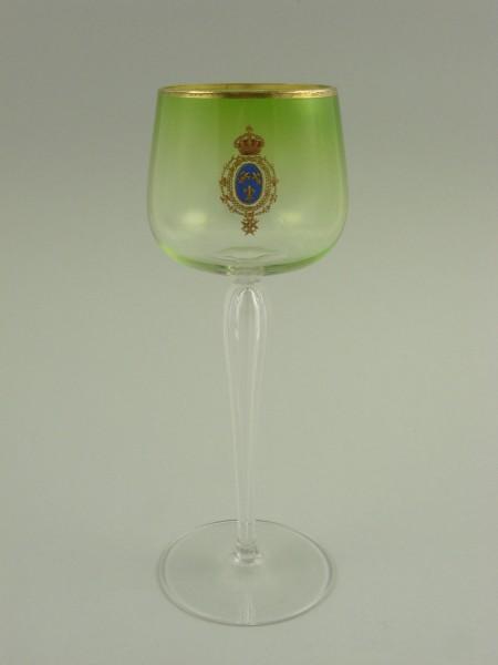 Weinglas mit bekrönten Wappen. Moser in Karlsbad, um 1900.