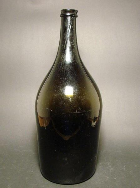 11985 / Alte Flasche mit Mündungsfaden, hochgestochenem Boden und Abriss.