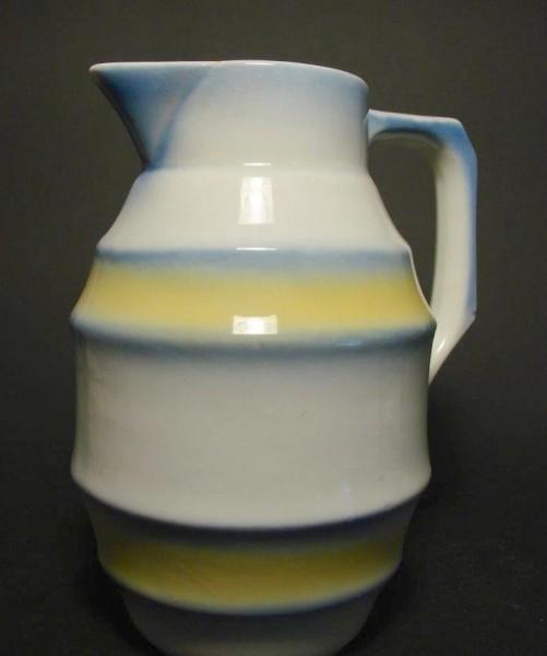 Art Deco - Kakaokanne. Keramik mit Spritzdekor.