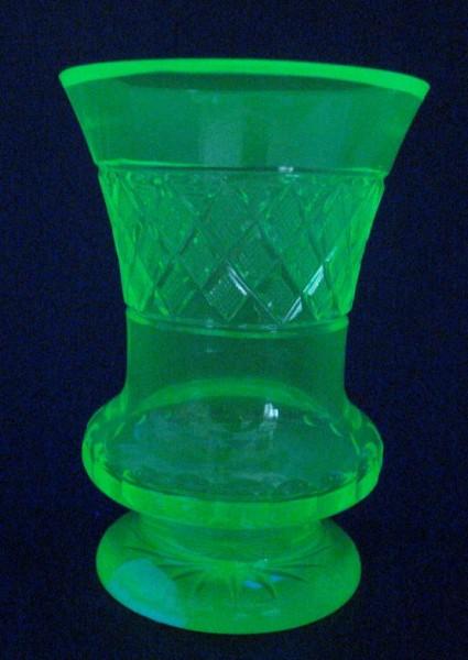 Biedermeier - Uran-, Becherglas, 2.H. 19.Jh.