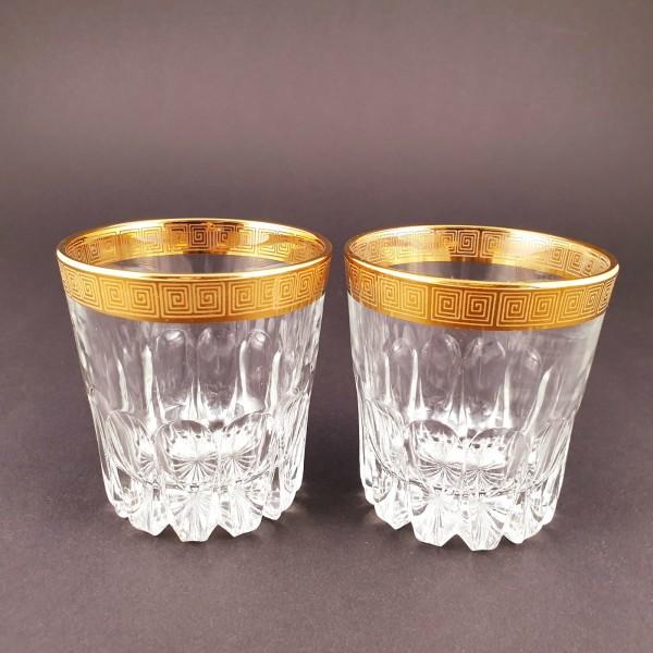 2 Wasser-, Whisky-, Gläser mit Mäanderdekor.