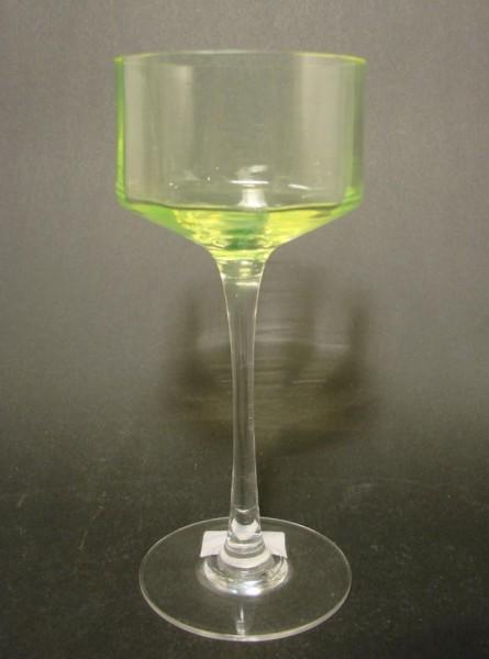 Jugendstil - Weinglas mit Uranglaskelch, um 1910.