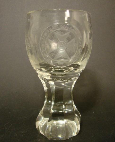 "Freimaurer - Logenglas ""Kanone"" Loge zu den 3 Adlern. Widmung, datiert 1907."
