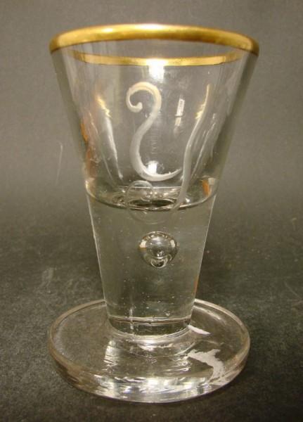 Barock - Schnapsglas mit Goldrand und Löwenmarke. Lauenstein, um 1770.