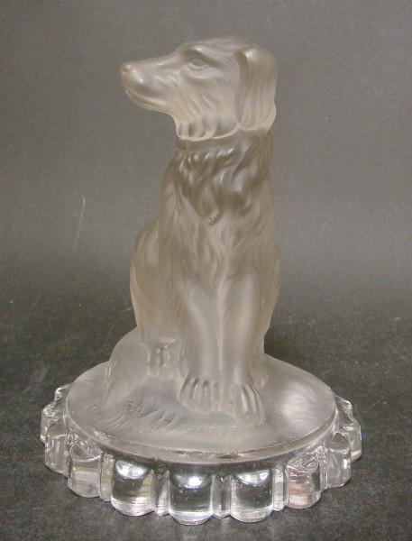 10433 / Paperweight / Glasfigur eines Hundes. Pressglas, Wohl Baccarat, 19.Jh.