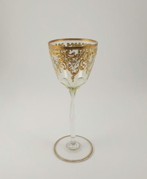 Jugendstil - Weinglas mit Goldrelief. Moser, Karlsbad um 1910.