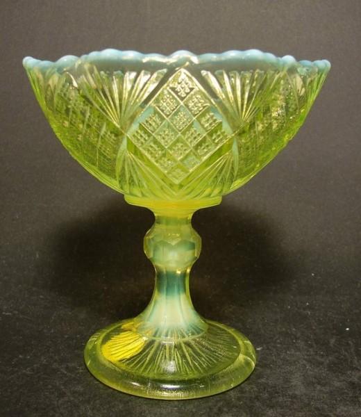 Zuckerschale. Uranglas. Glashütte Fenne, um 1900.