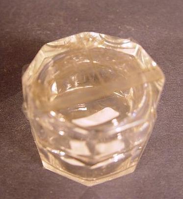 b682 / Kleine Glas-, Deckeldose mit Ansicht von KISSINGEN, 19.Jh.