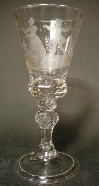 """Barock - Erotika Pokalglas mit Inschrift """"Meine drumel hat ein loch klingt sie nicht so brumt sie do"""