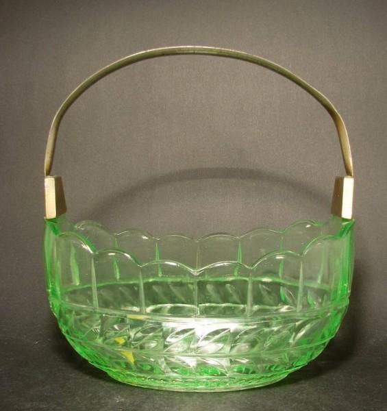 Art Deco - Henkelschale. Uranglas.