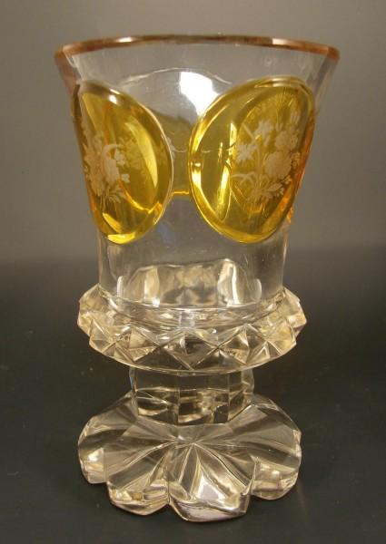 Biedermeier - Pokalglas mit Blumenschnittmedaillons. 19.Jh.