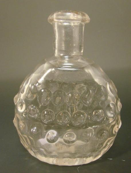 Schnapsflasche / Taschenflasche mit Noppen und Abriss. Schwarzwald, um 1820.