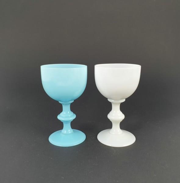 2 Weingläser aus Milchglas, 19.Jh.