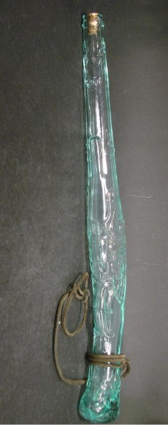 10143 / Scherzflasche in Form einer Pistole, 1.H. 20.Jh.