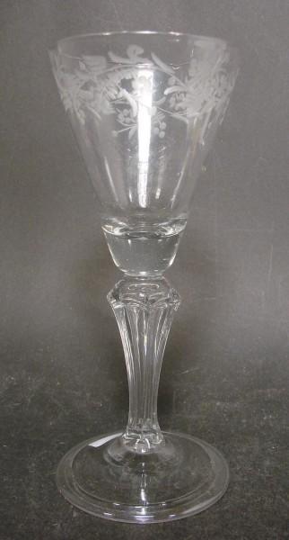Barock - Weinglas mit gravierten Blattwerk. Schorborner Glashütte, 18.Jh.