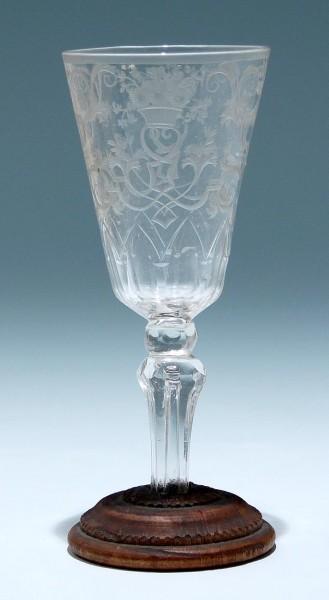 9600 / Barock - Pokalglas mit Laub, Bandelwerk und bekrönende Blumenkörbe. Sachsen, Mitte 18.Jh.