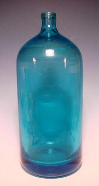 Große Flasche / Sodaflasche, blaues Glas.