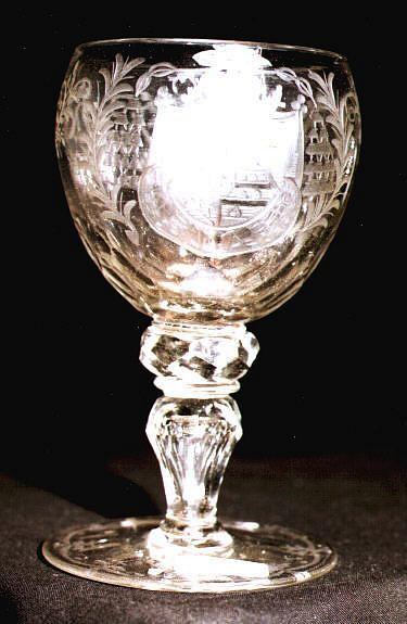 Barock - Pokalglas mit geschnittenem Dekor. Bekröntes Wappen. Schlesien, 18.Jh.