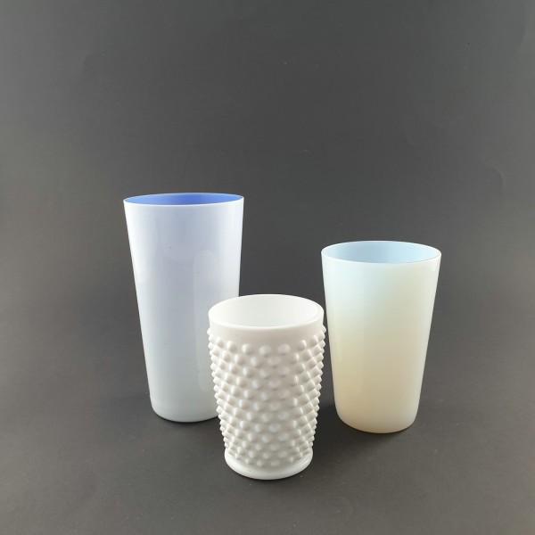 3 Bechergläser aus Milchglas, um 1900.