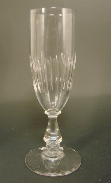 Sektglas mit Schliffdekor. Frankreich,um 1910.