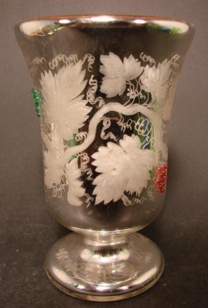 Bauernsilber / Silberglas Fussbecher mit farbigen Glasperlentrauben, um 1900.