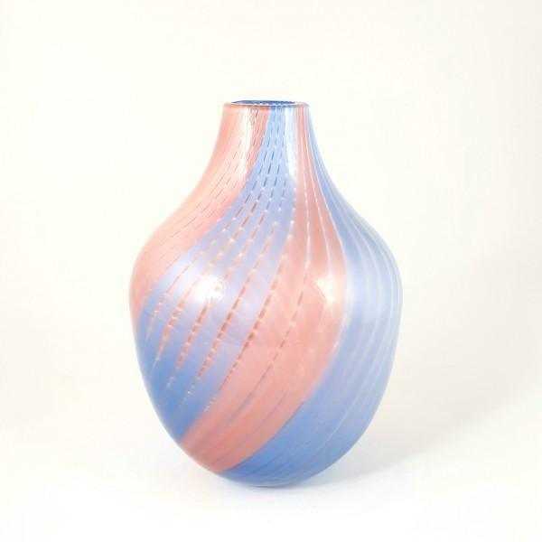 Vase mit Glasfäden, um 1970.
