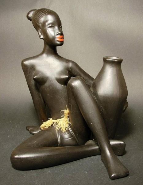 k27 / Figur AFRIKANERIN. Gmundener Keramik,1950er Jahre.