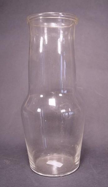 m099 / Milchflasche, farbloses Glas. 19.Jh.