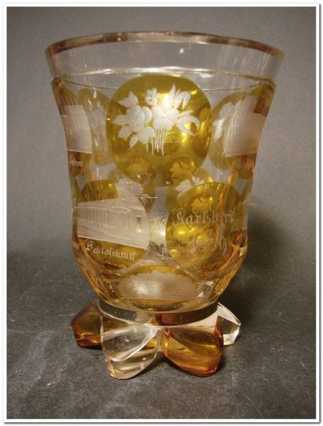 b6435 / Biedermeier - frühes Becherglas mit Ansicht von KARLSBAD, datiert 1839.