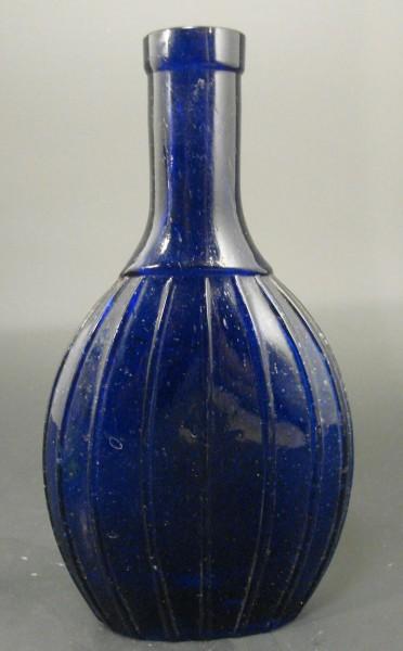 """Flasche, kobaltblau. Schriftzug """" ..... PARIS ....."""", 19.Jh."""