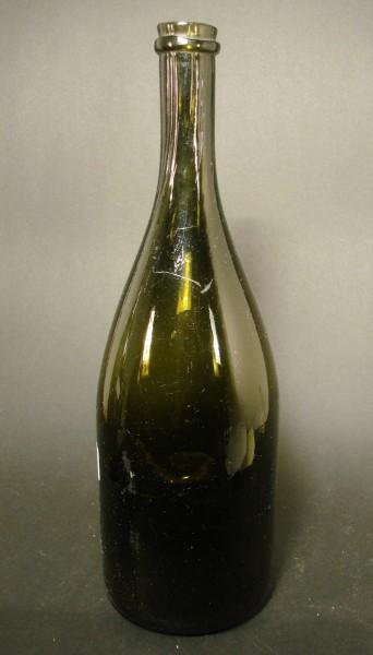 Weinflasche mit hochgestochenem Boden. Frankreich, 1. Hälfte 19.Jh.