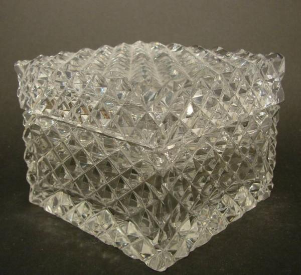 Deckeldose, handgeschliffenes Bleikristall.