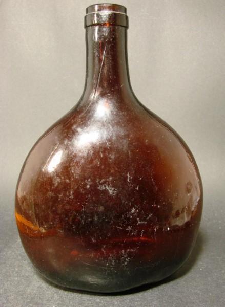 Bocksbeutelflasche mit Abriss, um 1900.